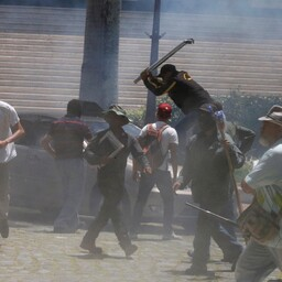 Valitsusmeelsed aktivistid tungisid Venezuela parlamenti.