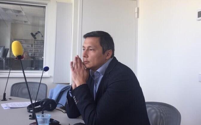 Михаил Кылварт около 40 минут в прямом эфире отвечал на вопросы радиослушателей.