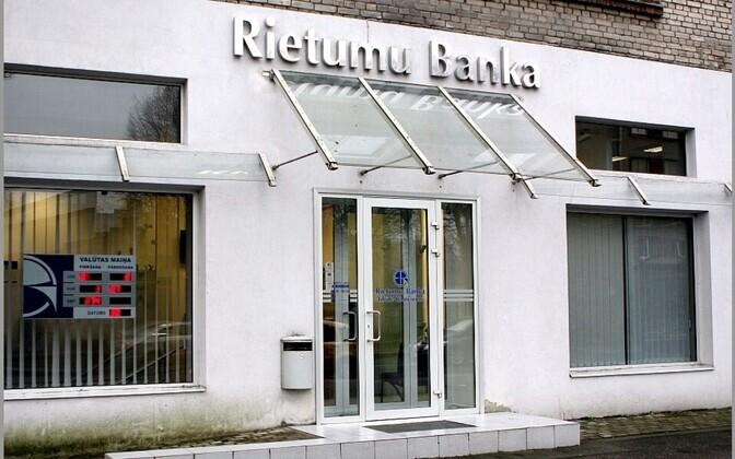 Läti Rietumu pank.