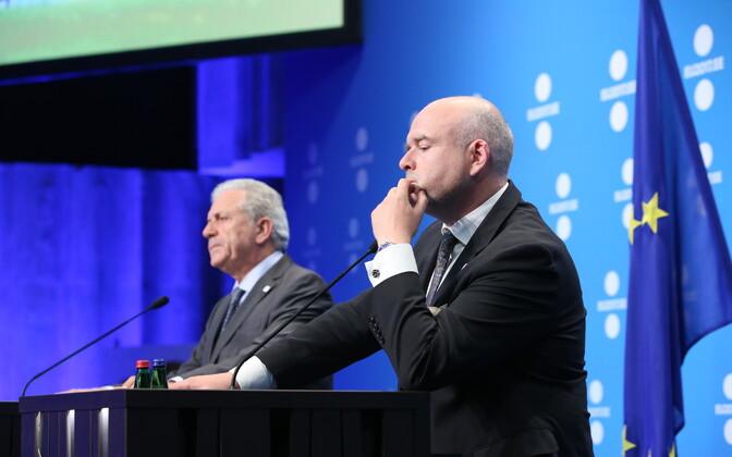 Дмитрис Аврампопулус и Андрес Анвельт в Таллинне.