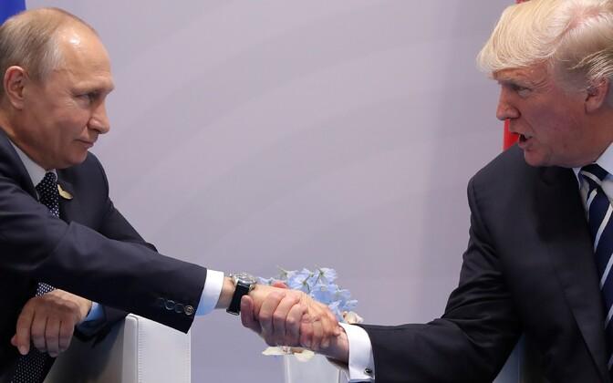 Президенты России и США впервые встретились лично.