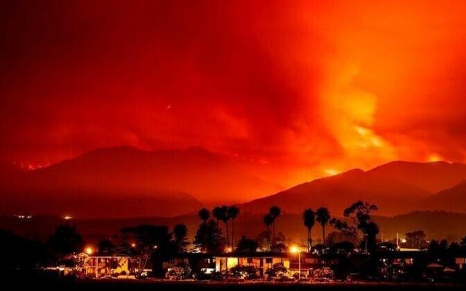 Тысячи граждан Калифорнии эвакуированы из-за больших природных пожаров