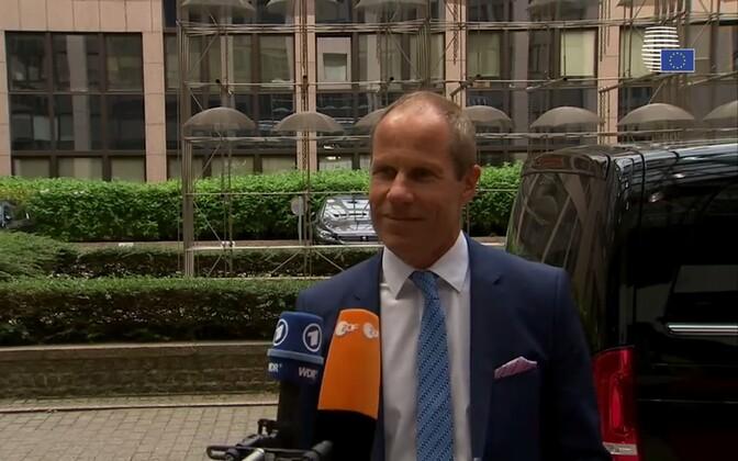 Rahandusminister Toomas Tõniste intervjuu pani avalikkuse tema inglise keele oskust kritiseerima.