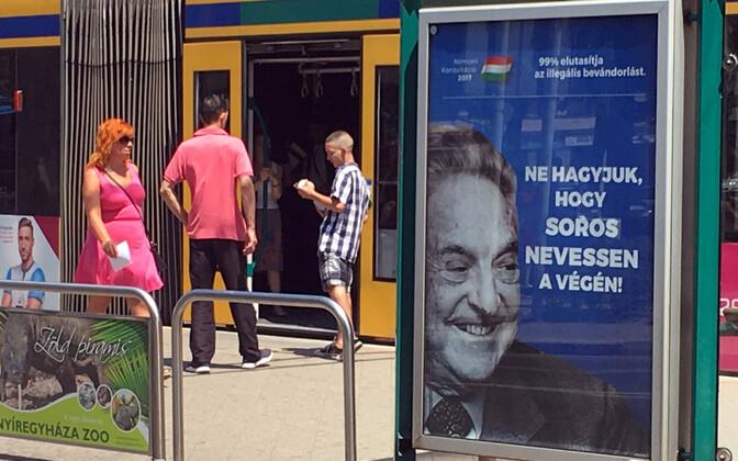 Ungari valitsuse tellitud George Sorose vastane plakat Budapestis aastal 2017.