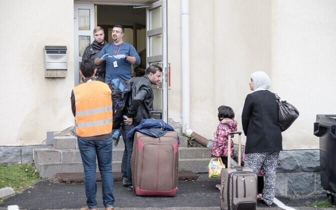 Varjupaigataotlejad Tornio vastuvõtukeskuse juures 2015. aasta septembris.