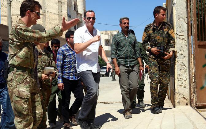 USA presidendi eriesindaja sunniitliku äärmusrühmituse Islamiriik (IS) vastu moodustatud koalitsiooni juures Brett McGurk (keskel).