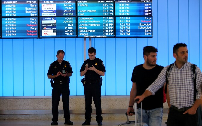 Võimuesindajad Los Angelese lennujaamas.