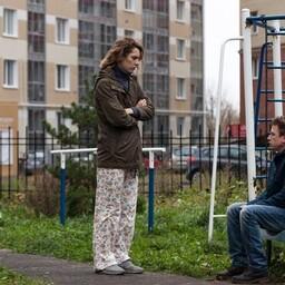 Katja (Irina Gorbatšova) ja Oleg (Aleksandr Jatsenko) üritavad nii töö- kui eraelu klappima saada filmis