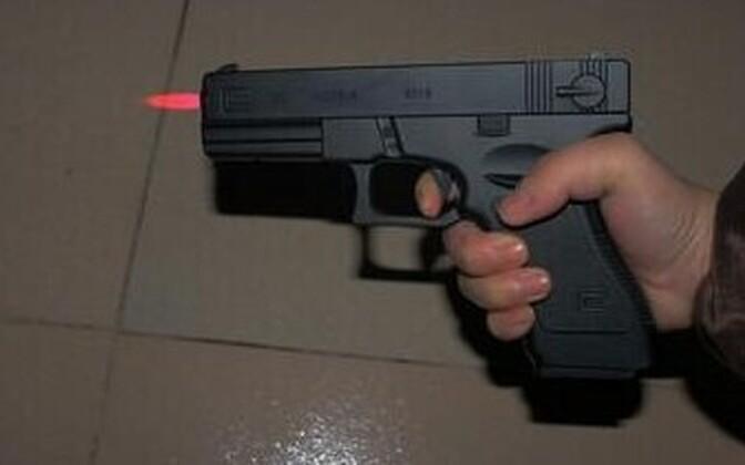 Mõned püstolitaolised välgumihklid võivad üsna ehtsad välja näha.