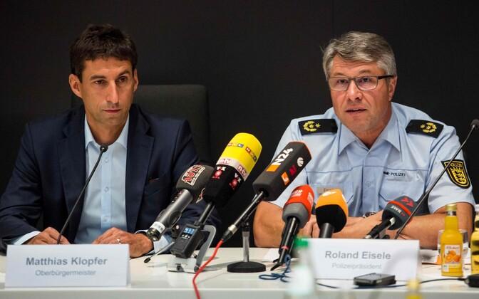 Schorndorfi linnapea Matthias Klopfer (vasakul) ja Aaleni piirkonna politseijuht Roland Eisele esmaspäevasel pressikonverentsil.