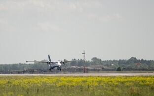 Самолет Transaviabaltika садится в Курессааре.