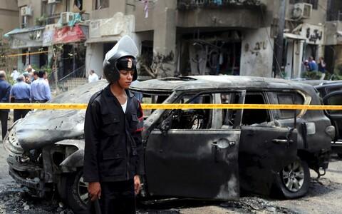 Взорванный автомобиль генпрокурора Египта.