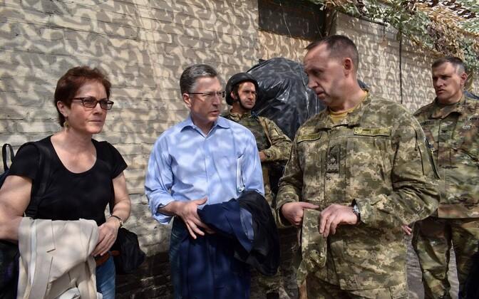 USA eriesindaja Ukrainas Kurt Volker 23. juulil Donbassis olukorraga tutvumas.
