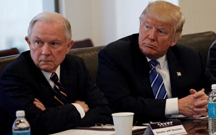 Jeff Sessions ja Donald Trump.