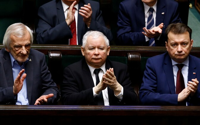 Vasakult: asespiiker Ryszard Terlecki, PiS-i liider Jaroslaw Kaczynski ja siseminister Mariusz Blaszczak.