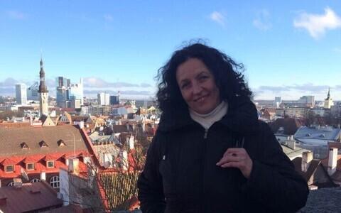 Татьяна Корелина на фоне Таллинна.
