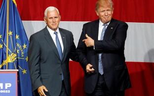 Trump ja Pence kohtuvad Trumpi kampaania ajal Indianas. Pence astub lavale kubernerina.