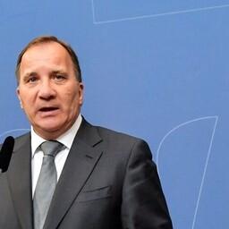 Премьер-министр Швеции Стефан Лёвен (третий слева) на пресс-конференции.