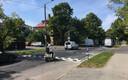 Järsuservaline lamav politseinik Rohu tänaval, kus teekünnisele eelneval teelõigul kehtib kiiruspiirang 50 km/h, millele järgneb kiiruspiirang 20 km/h.