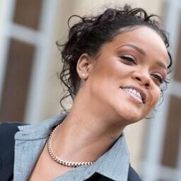 Rihanna ning Prantsuse esileedi Brigitte Macron Elysee palee ees
