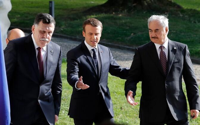 Teisipäeval kohtusid Prantsusmaa presidendi Emmanuel Macroni juures Liibüa rahvusvaheliselt tunnustatud valitsuse peaminister Fayez al-Sarraj (vasakul) ja Liibüa idaosas tegutsev kindral Khalifa Haftar (paremal).
