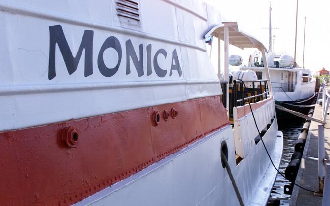 Aegnaga ühendust pidav laev Monica.