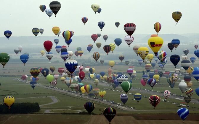Во Франции установлен мировой рекорд по количеству воздушных шаров, одновременно поднявшихся в небо