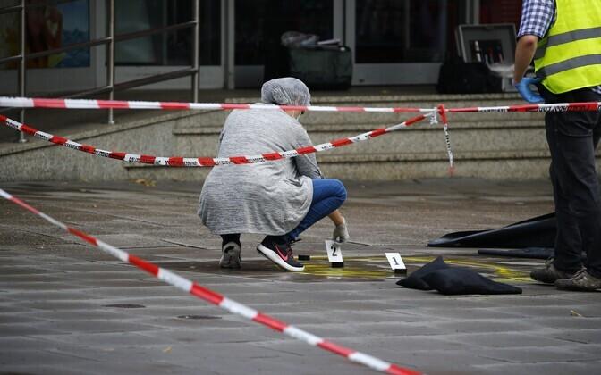 Hamburgi supermarketis rünnati inimesi noaga.