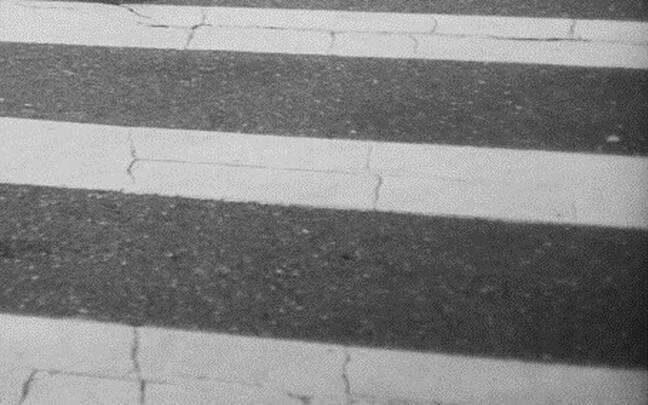 Пешеходный переход не гарантирует безопасность.