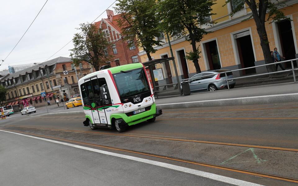 В Таллинне летом 201 7 года ездили самоходные автобусы.
