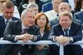 Asepeaminister Dmitri Rogozin (vasakult) ja presidendi nõunik Vladimir Kožin paraadi jälgimas.