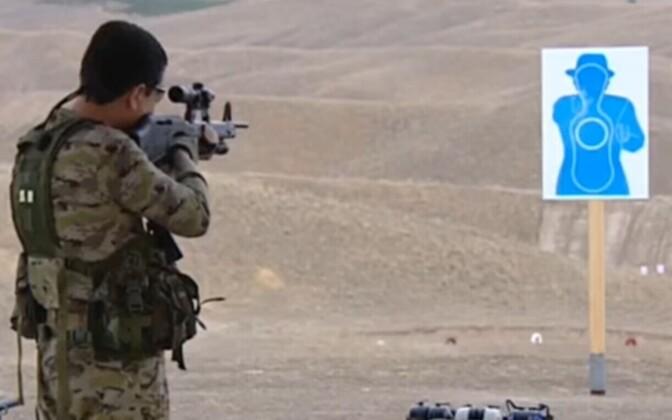 Türkmenistani president märki laskmas.