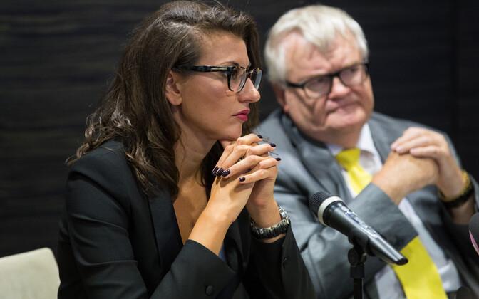 Edgar Savisaar ja Olga Ivanova pressikonverents. Swissotel.