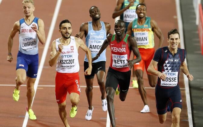 Meeste 800 meetri jooksu finišiheitlus
