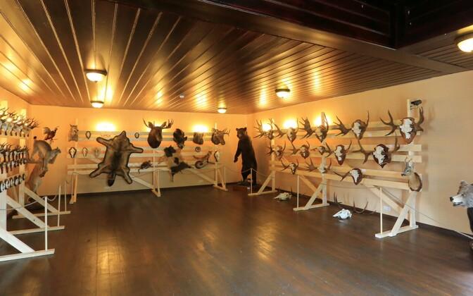 Jahitrofeede näitus Alatskivi lossis