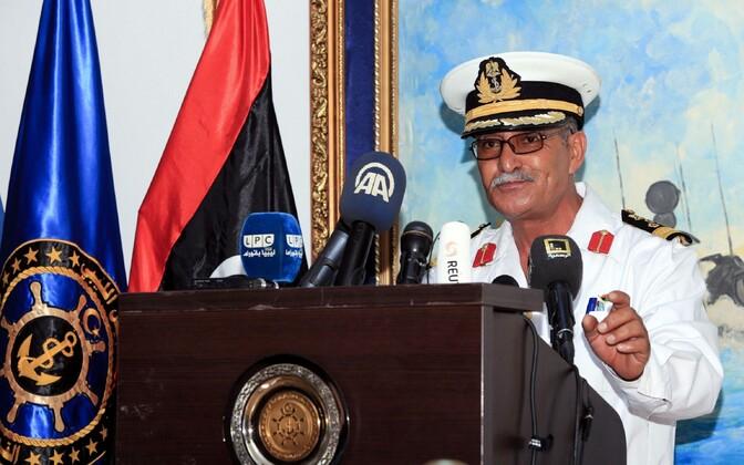 Представитель ливийских ВМС генерал Аюб Касем на пресс-конференциив Триполи.