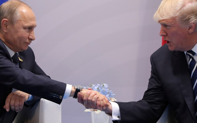 Владимир Путин (слева) и Дональд Трамп.