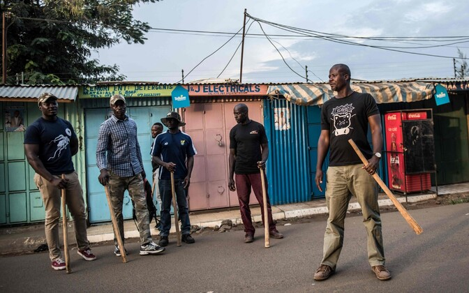 Keenia omakaitseväelased patrullimas.