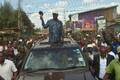 Opositsioonijuht Raila Odinga pühapäeval Nairobis Kibera slummis toetajatega kohtumas.