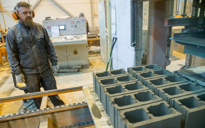 A factory employee with cinder block at Rae Stoneworks.