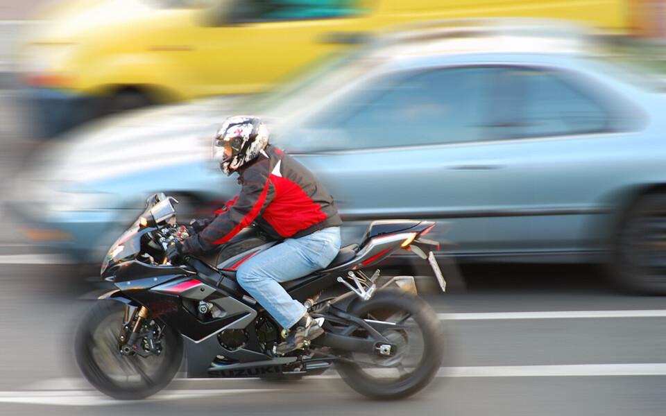Ühe illegaalse väljalaskesüsteemiga kaherattalise mootorratta müratase küündida 90–96 dB-ni.