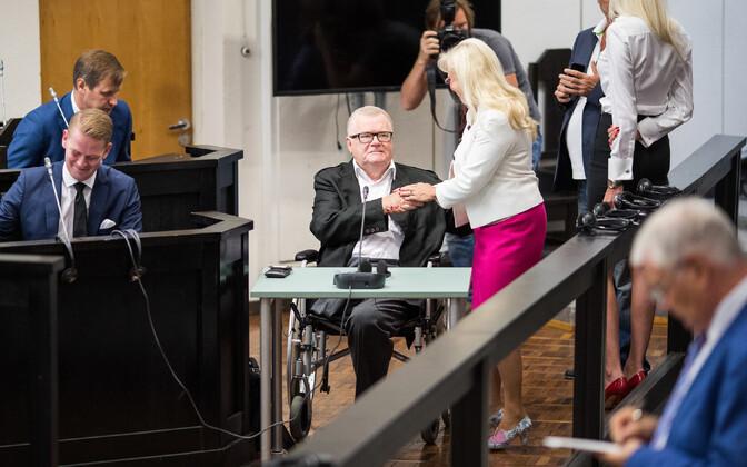 Kohtuistungitel viibides pole Edgar Savisaar jalaproteesi kasutanud.