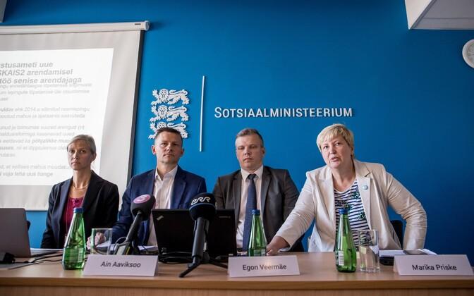 Sotsiaalministeeriumi esindajad 11. augustil SKAIS2 nurjumisest teada andmas.