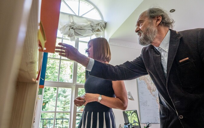 Arvo Pärt (right) reviewing work underway on the Arvo Pärt Centre together with President Kersti Kaljulaid.