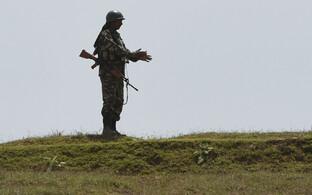 India sõdur Srinagaris patrullimas.