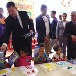 Prime Minister Jüri Ratas handing out Estonian coloring books to children at Nizip refugee camp in Gaziantep Province, Turkey.