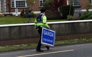 Iiri politseinik Iiri Vabariigi ja Põhja-Iirimaa piiri lähistel.