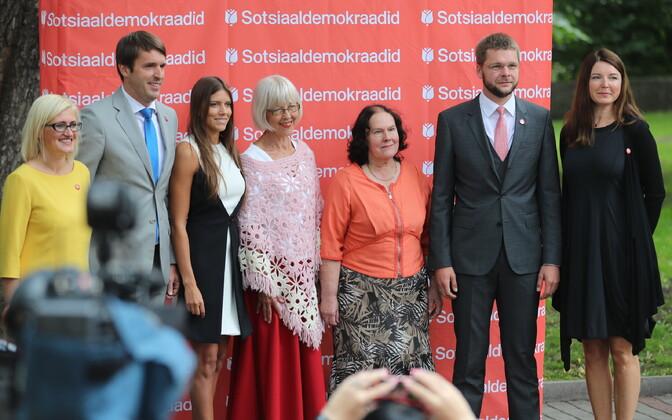 Anastassia Kovalenko (vasakult kolmas) SDE valimiskampaania üritusel 2017. aastal.