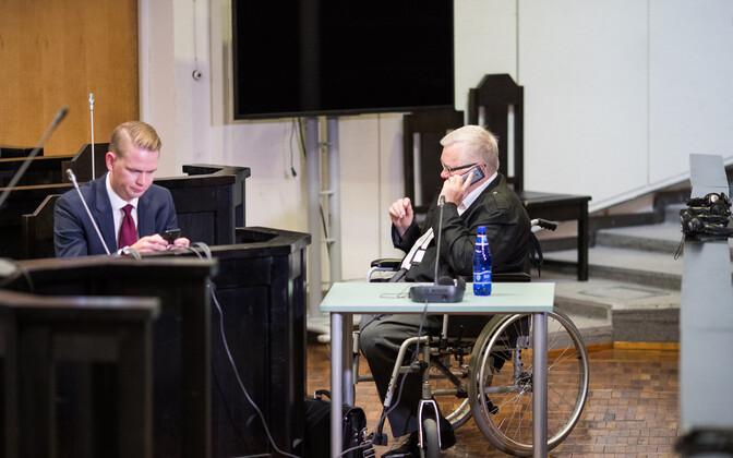 Oliver Nääs ja Edgar Savisaar kohtusaalis.