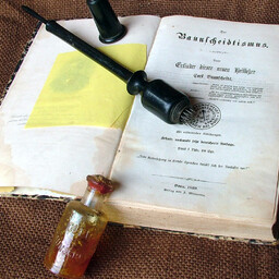 19. sajandist pärinev homöopaatia käsiraamat.